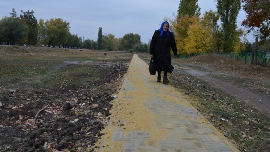 В нижнедевицком селе  проложили тротуары