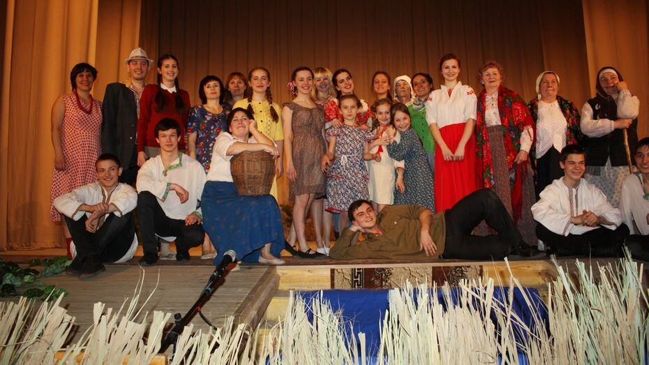 Шапошниковский театр показал ольховатцам военный спектакль