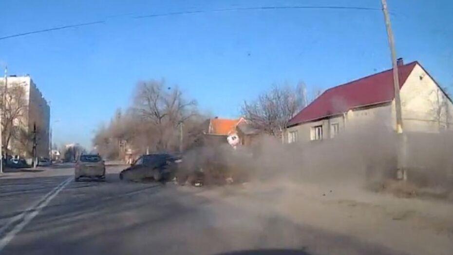 В Воронеже лихач врезался в мусор и оказался на «встречке»