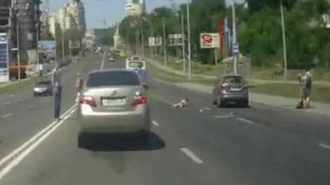 Пользователи БВФ: девушка в ДТП на спуске с Чернавского моста погибла под колесами автобуса (ВИДЕО)