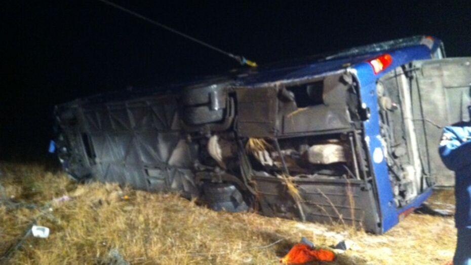 Автобус опрокинулся в Воронежской области: 4 человека погибли и 14 ранены