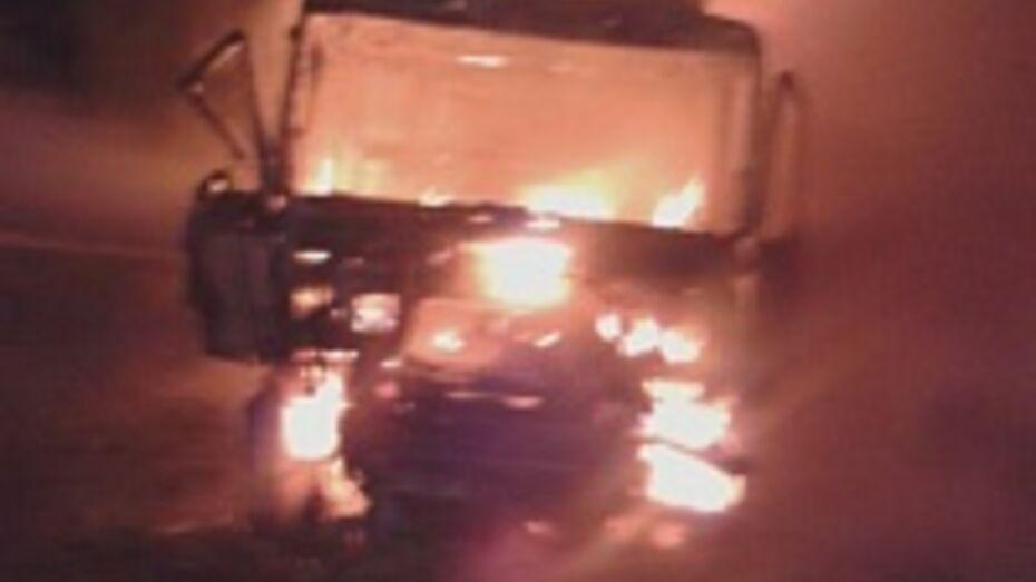 На трассе в Бобровском районе сгорел грузовик МАН