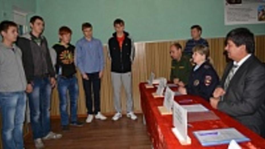 Из Нижнедевицкого района на срочную службу осенью отправятся 13 юношей