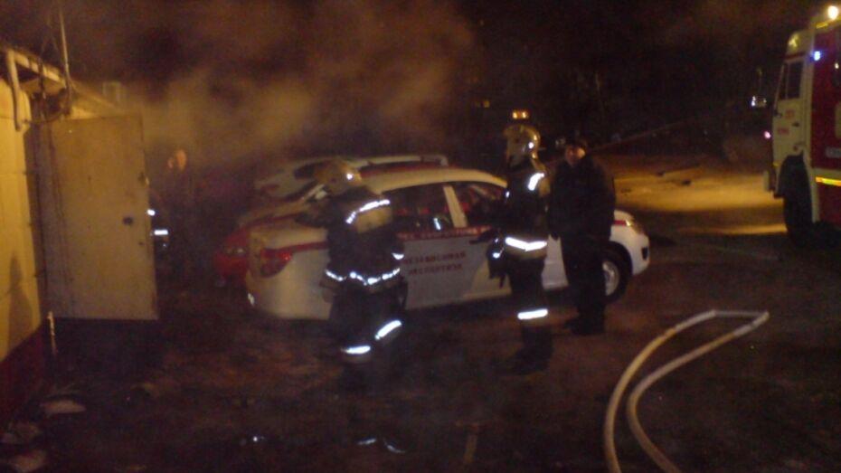 На улице Беговая в Воронеже сгорели два киоска