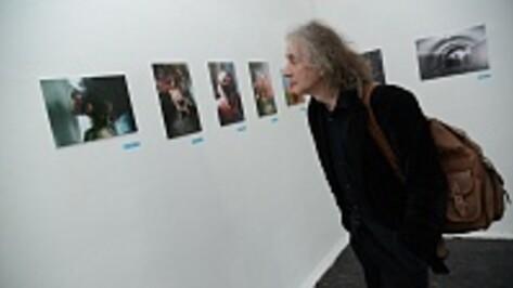 Воронежцы увидели картины современных художников и трещины в стенах