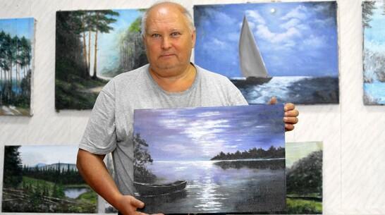 В Анне в краеведческом музее открыли выставку работ местного живописца-любителя