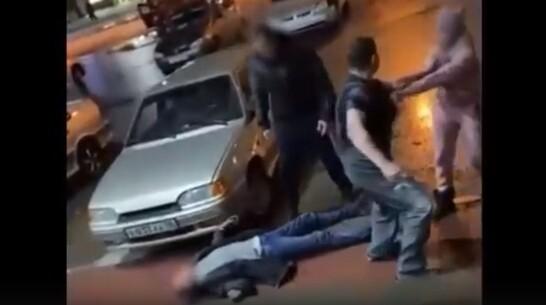 Мужчину избили плоскогубцами на глазах покупателей магазина в воронежском райцентре