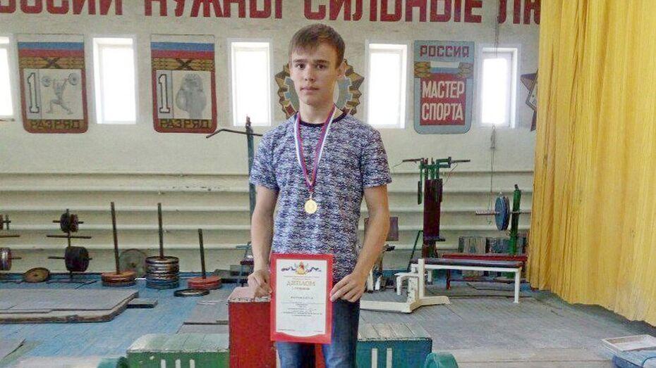 Верхнемамонский пауэрлифтер взял «золото» на Кубке области