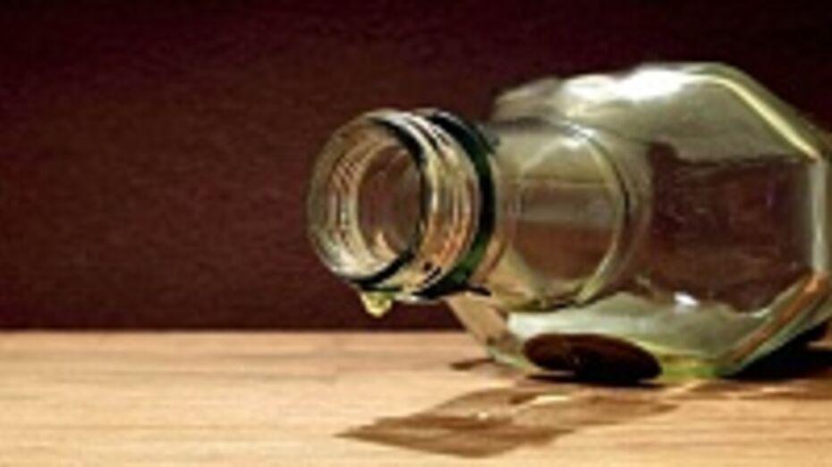 Двое жителей Эртиля отравились суррогатным алкоголем
