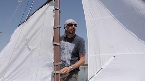 «Воплощает нашу мечту». Как воронежский фотограф построил яхту и стал морским волком