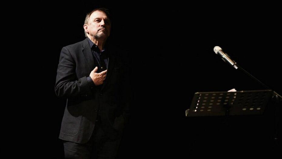 Камиль Тукаев прочел первый «Актерский монолог» в воронежском Камерном театре