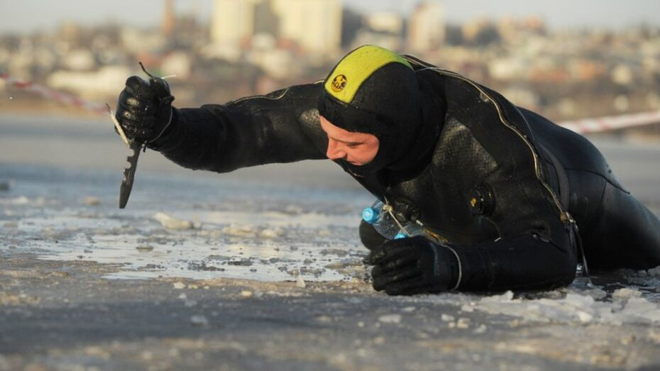 Подросток потерял сознание в провалившейся под лед машине в Воронежской области