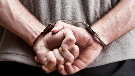 Воронежцу, который угрожал взорвать мать и бабушку и обокрал их, предъявлено обвинение