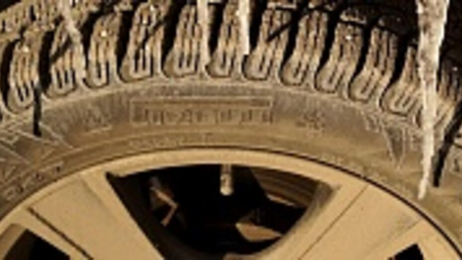 В Подгоренском районе злоумышленники сняли с «Лады Калины» местного жителя все четыре колеса