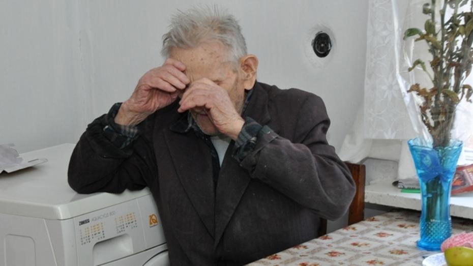 В Павловске грабительницы едва не запытали до смерти столетнего ветерана и отобрали у него 250 тысяч рублей «гробовых»