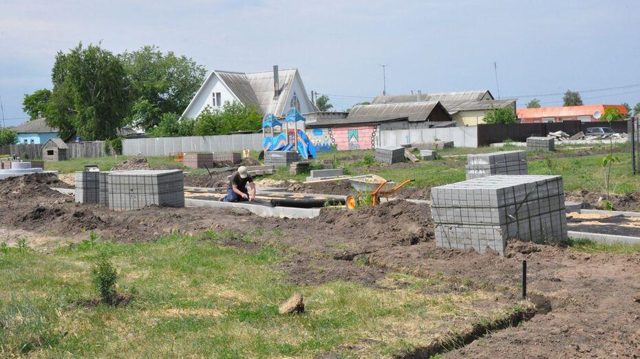 В репьевском селе благоустроят памятник и сквер