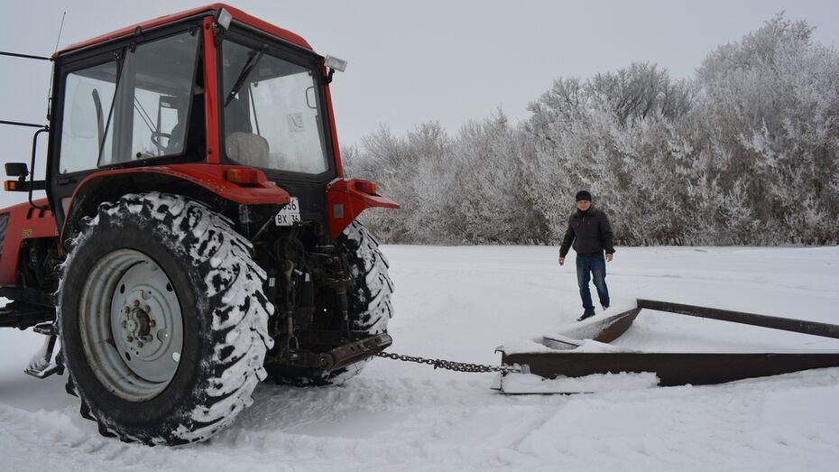 Нижнедевицкие аграрии начали работы по снегозадержанию