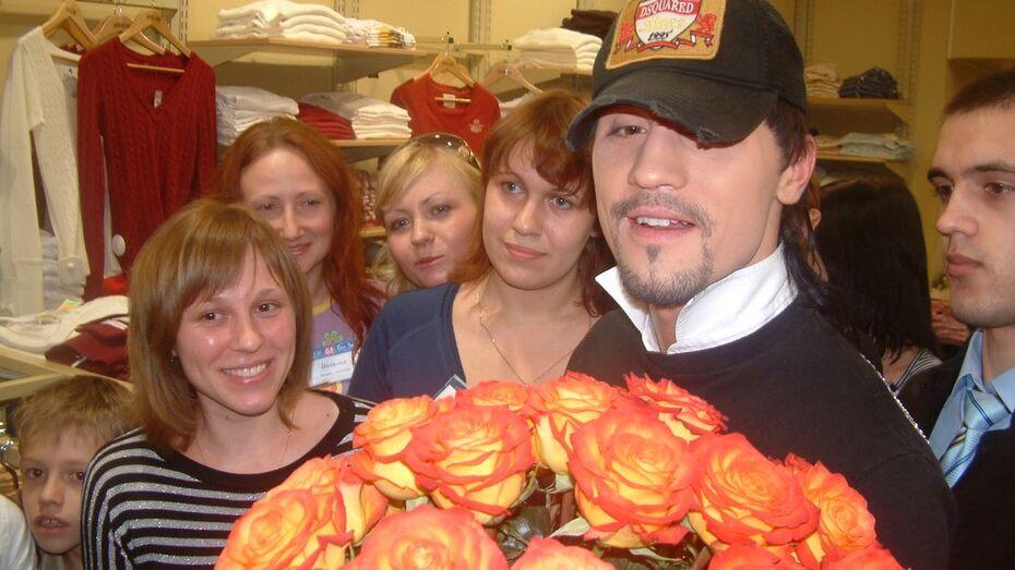 Воронежские поклонницы поздравят Диму Билана с днем рождения букетами из 33 роз