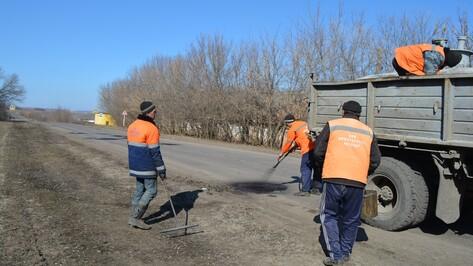 Нижнедевицкие дорожники приступили к ямочному ремонту магистралей