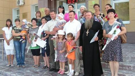 В Бутурлиновке 18 многодетных семей получили земельные участки