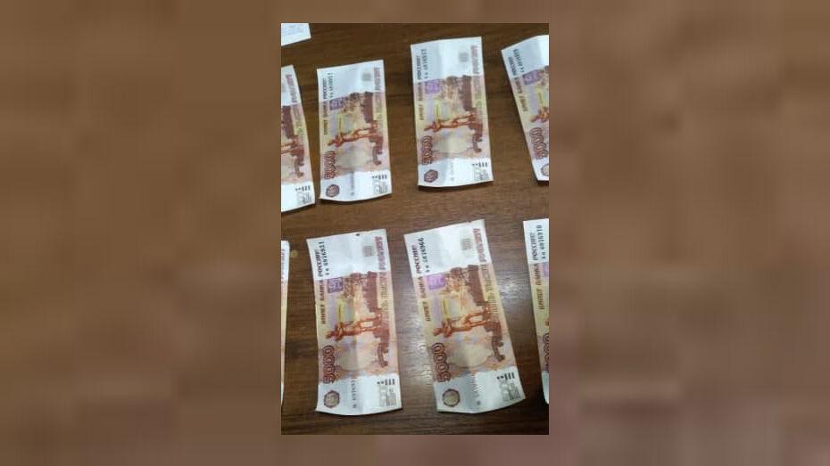 Богучарские инспекторы задержали краснодарца со свертком фальшивок