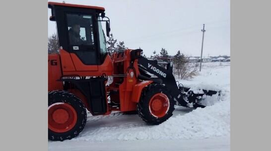 Коммунальщики поворинского села Пески получили 2 трактора