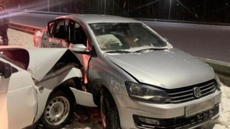 При столкновении двух легковушек в Воронеже пострадали ребенок и двое взрослых