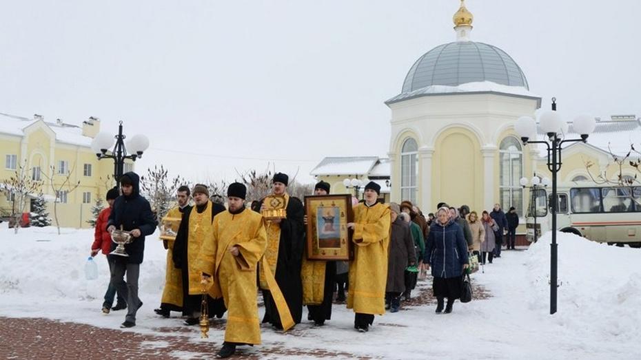 Более 200 россошанцев приняли участие в общегородском крестном ходе