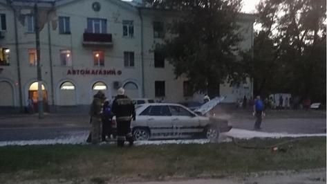 На улице Богдана Хмельницкого в Воронеже сгорела иномарка