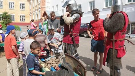 Воспитанников бобровского интерната для детей-сирот навестили рыцари