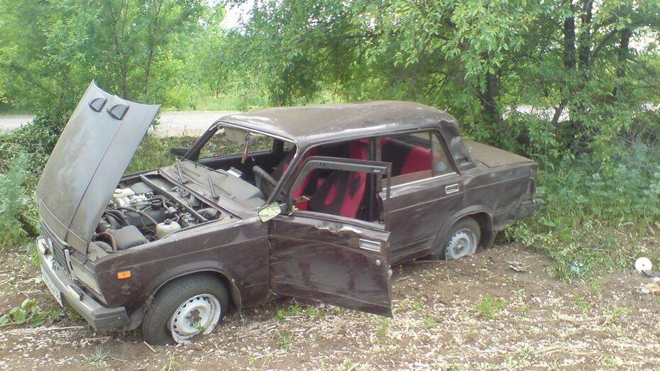 В богучарском селе автомобиль «Жигули» опрокинулся в кювет