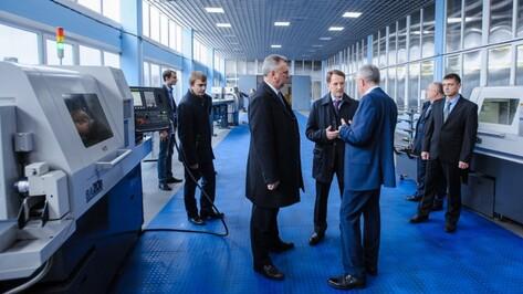 Губернатор Воронежской области посетил завод «Электросигнал»