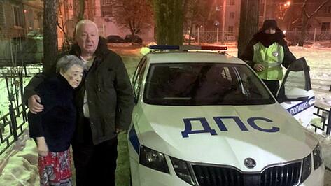 Пропавшую в ночи 83-летнюю пенсионерку из Воронежа вернула домой полиция