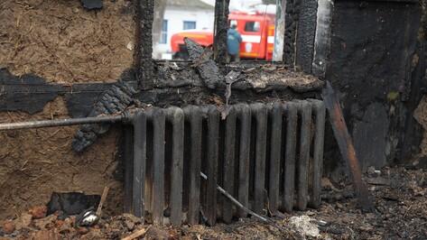 Тело 83-летнего пенсионера нашли в сгоревшем доме в Воронежской области