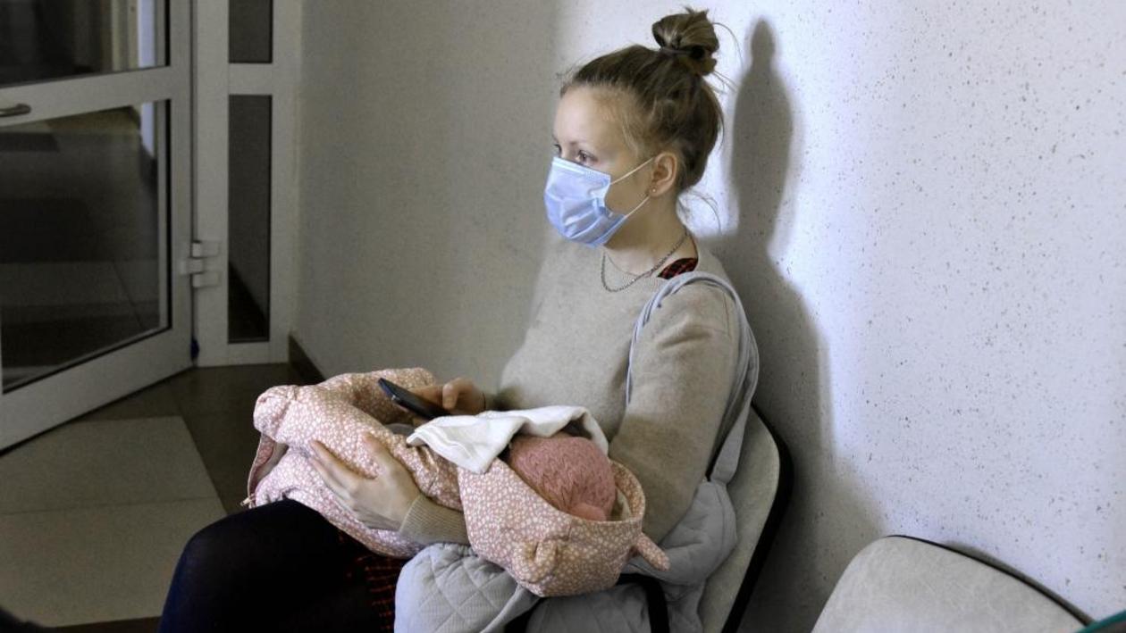 Родить и не заразить. Как в Воронежской области принимают роды у «ковидных» пациенток