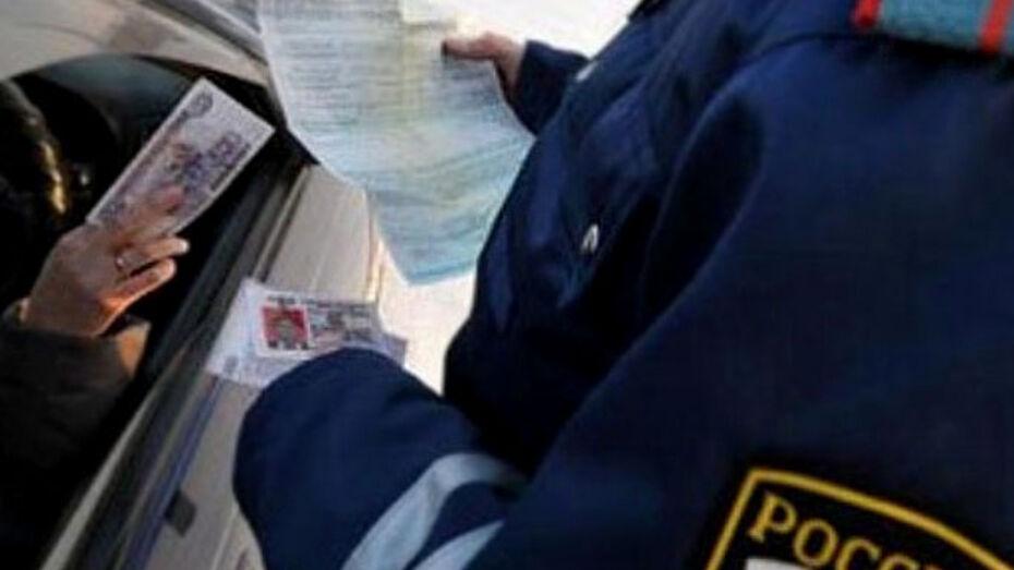 В Борисоглебске инспектора ДПС поймали на взятке
