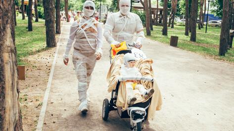 Мумии и Дарт Вейдер. 8 необычных образов воронежского парада колясок