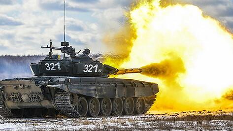Танки провели боевые стрельбы на новом полигоне в Воронежской области