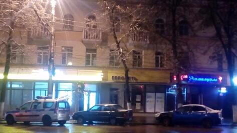Очевидцы: в воронежском ночном клубе произошло самоубийство