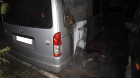 В Северном микрорайоне Воронежа пожарные потушили 2 машины
