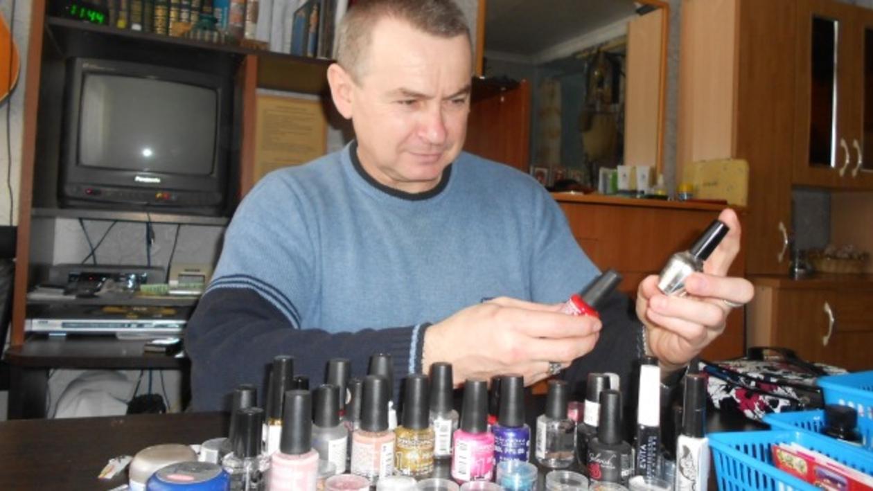 В Воронеже обладатель черного пояса по тхэквондо работает маникюрщиком