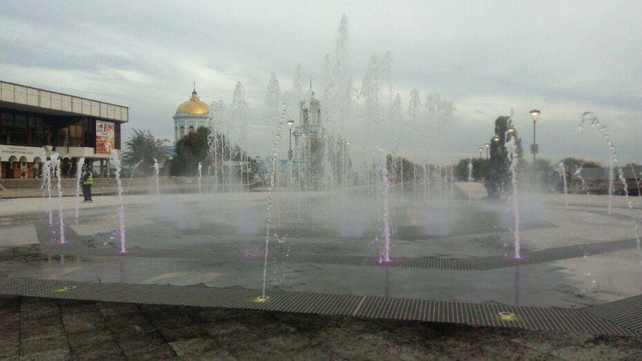 В Воронеже на Советской площади открыли «сухой» фонтан с цветомузыкой