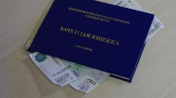 Начальника кафедры воронежского вуза заподозрили во взятке
