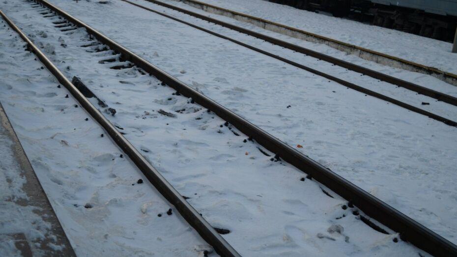 На воронежской станции Машмет мужчина в наушниках попал под грузовой поезд