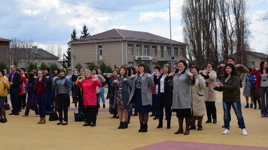 В Грибановке медработники райбольницы впервые провели спортивно-танцевальный флешмоб