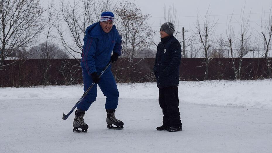 В Семилуках у школы №2 впервые за 58 лет залили каток