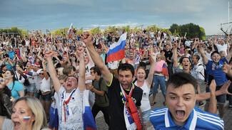 Обзор РИА «Воронеж». Кто болел за сборную России на Адмиралтейской площади