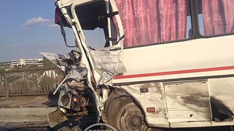 После аварии с ПАЗом и микроавтобусом в воронежской больнице умер один из водителей