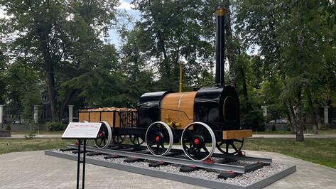 Модель старинного паровоза Черепановых установили в Воронеже