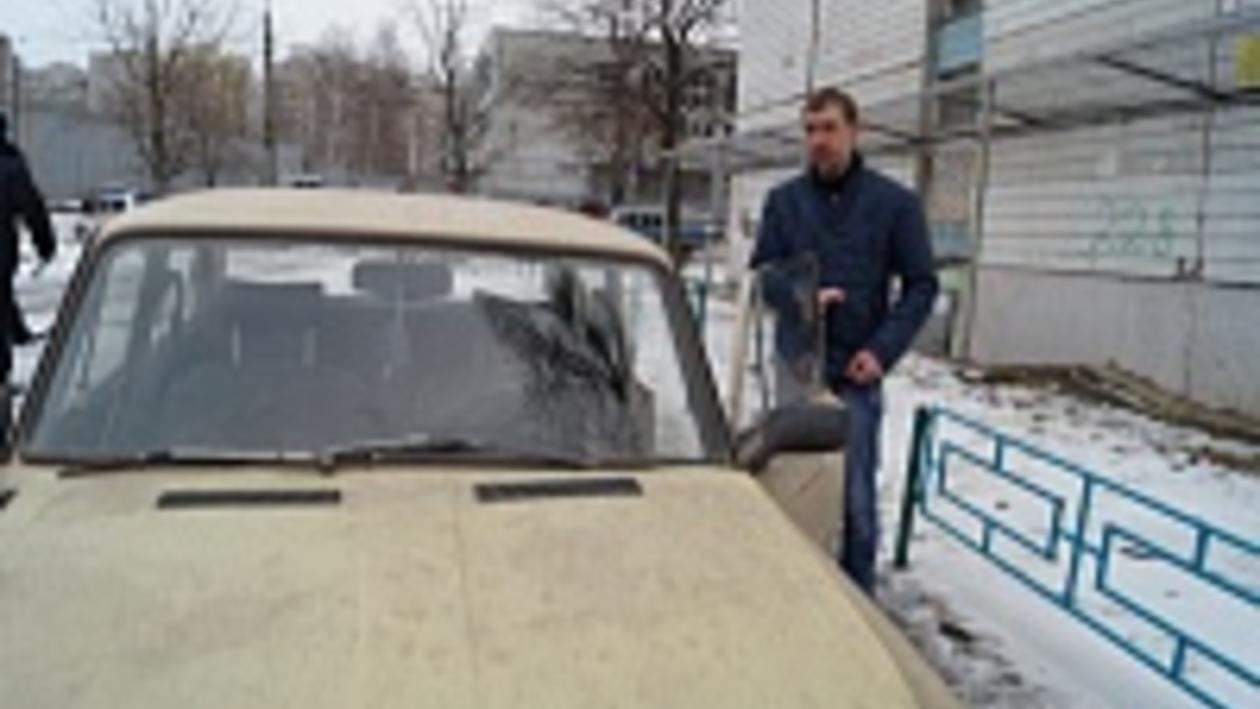 Владельцу «копейки», из-за которой эвакуировали жильцов 16-этажки в Воронеже, соседки посоветовали ставить машину в гараже